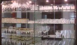 石原良純の自宅のワイングラス棚