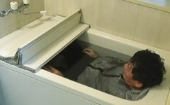 服を着たまま風呂に入る飯尾和樹
